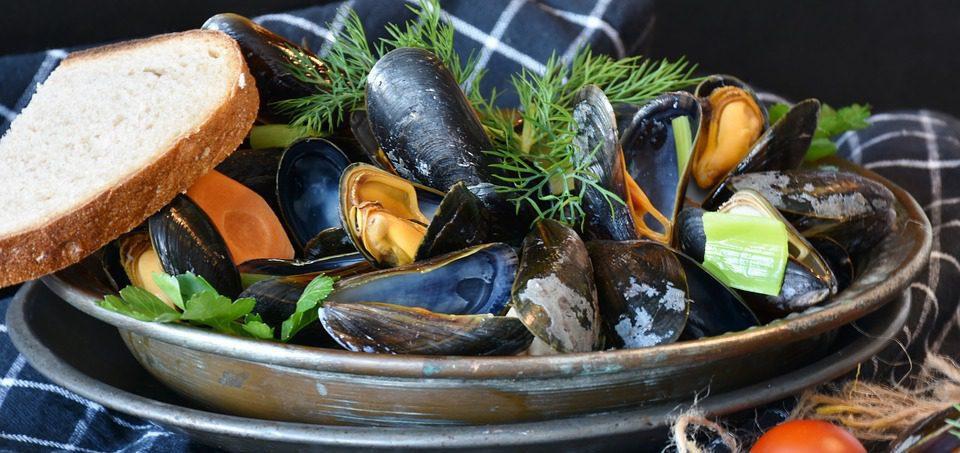 mussels in white wine w side of bread